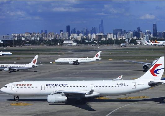 """中国往返日本航班单周首""""破千"""" 专家:或成改善关系新契机"""