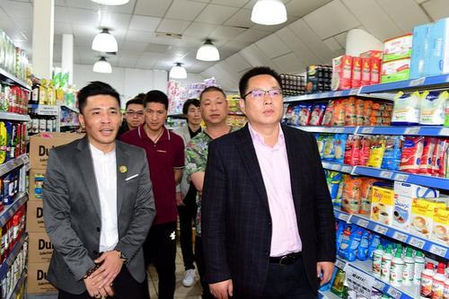 驻阿根廷使馆领事走访华人超市 叮嘱提高防范意识