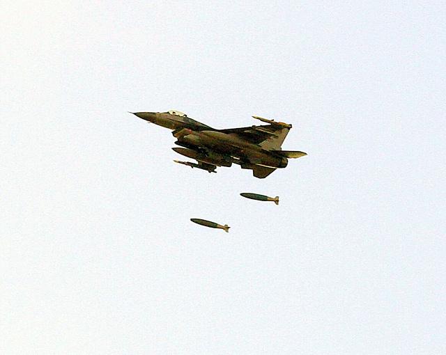 美军战机在日本青森误扔模拟弹 网友:练习轰炸日本吗?