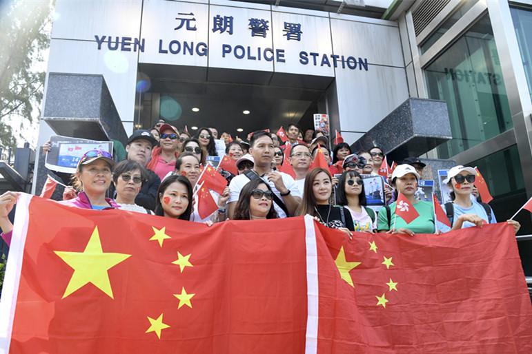 """香港市民发起""""暖港行动""""撑警:阿Sir放心 14亿同胞挺你!"""