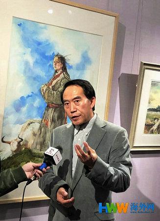 4 安滨教授接受媒体采访。(孟江波 摄影).jpg