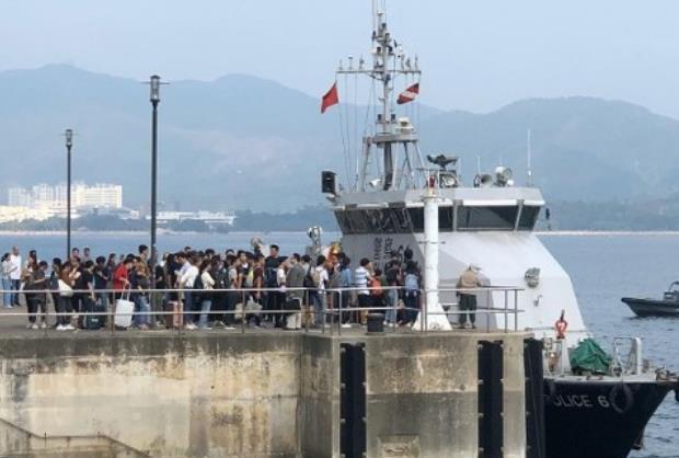 港警调派水警助港中大内地生撤离 获香港网友点赞