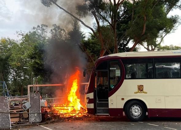 香港城大多处被纵火宿舍现易燃物 校方吁学生尽快离开