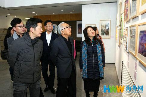 """2 靳尚谊先生参观""""中国表情""""优秀作品展。(周丰 摄影).jpg"""