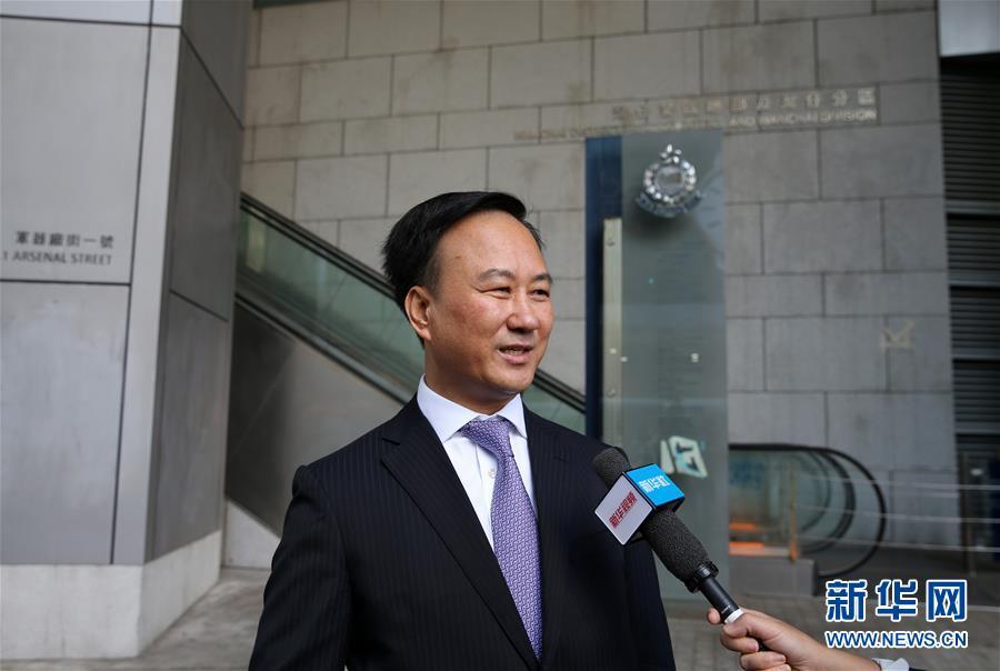 (图文互动)(2)欧洲华侨华人和香港市民用多种方式支持香港警队