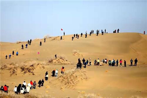 新疆博湖县沙漠马拉松带火冬季旅