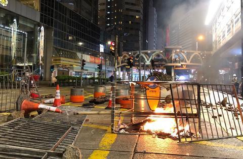 暴徒破坏超460组交通灯 拆除4.6万米栏杆… 美方却还在美化?