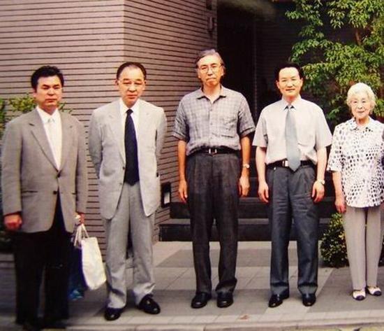 8在东京与日本著名书法家合影.jpg