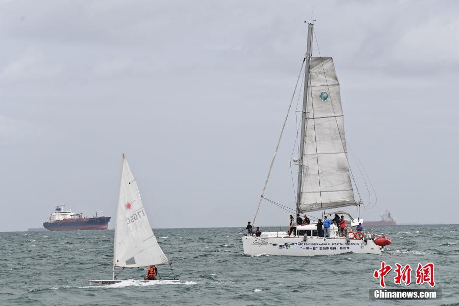 """""""一带一路""""国际帆船赛新加坡站举行 青年选手扬帆圣淘沙"""