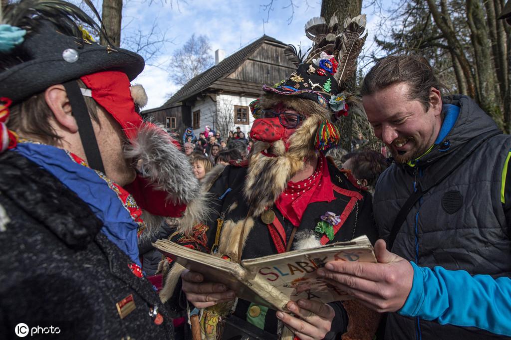 美食美酒的歌舞盛宴 捷克布拉格传统狂欢节举行