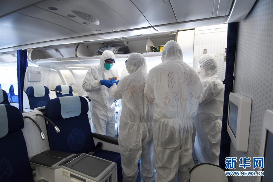 中国政府包机从新加坡接回147名湖北籍旅客