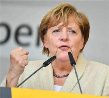 默克尔呼吁欧盟各国携手应对经济冲击