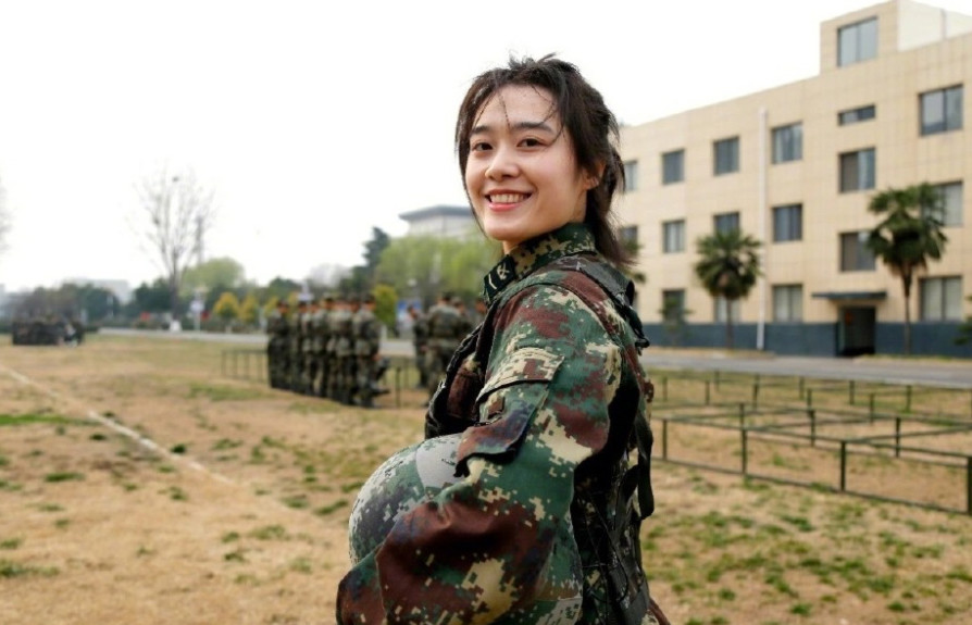 网红小姐姐成火箭军士官