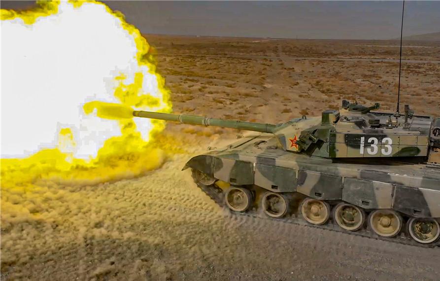 360度围观坦克炮开火瞬间