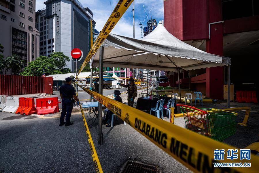 马来西亚:走近因新冠确诊病例而封锁的大楼