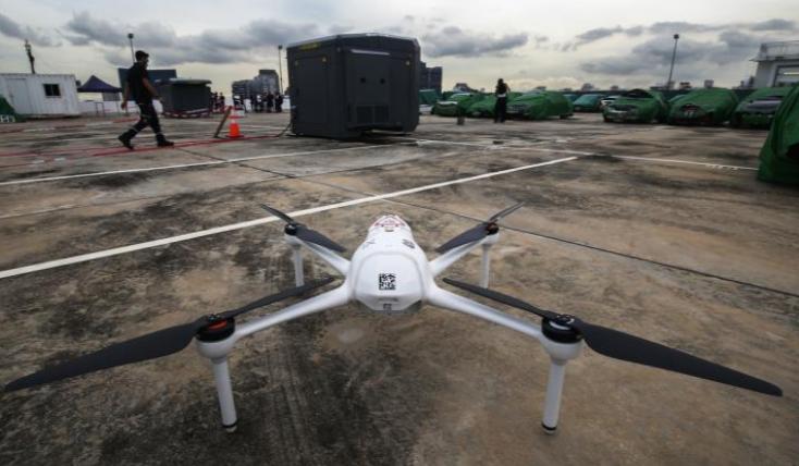 既隔离又维护治安 新加坡警察部队出动无人机巡航