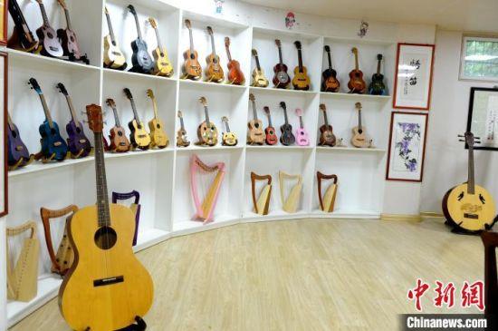 钰丰乐器公司展示各种乐器。 张金川 摄