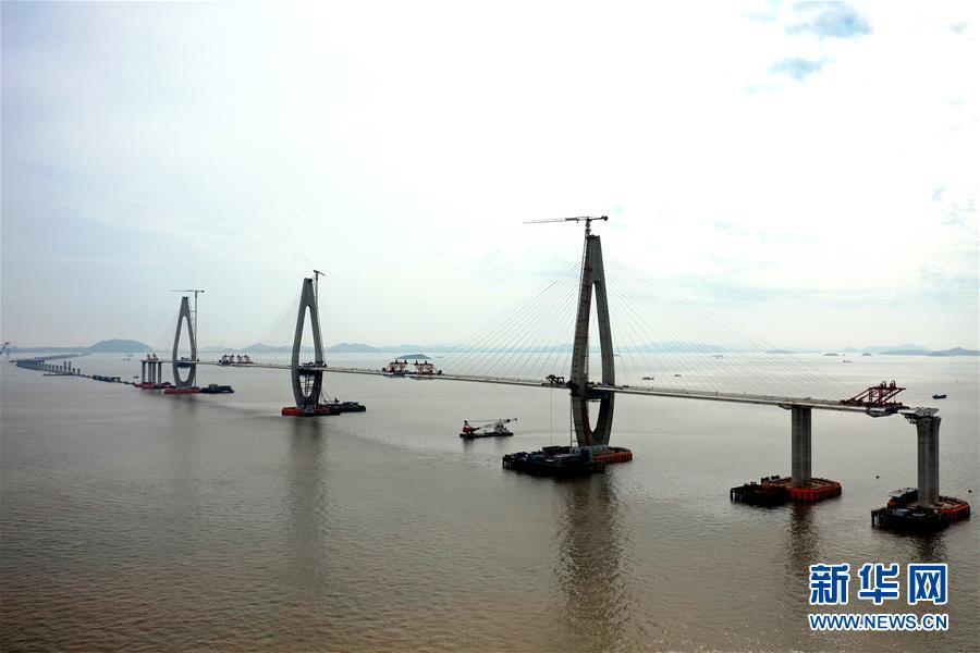 浙江舟山定海区马目海域:越海造桥建通途
