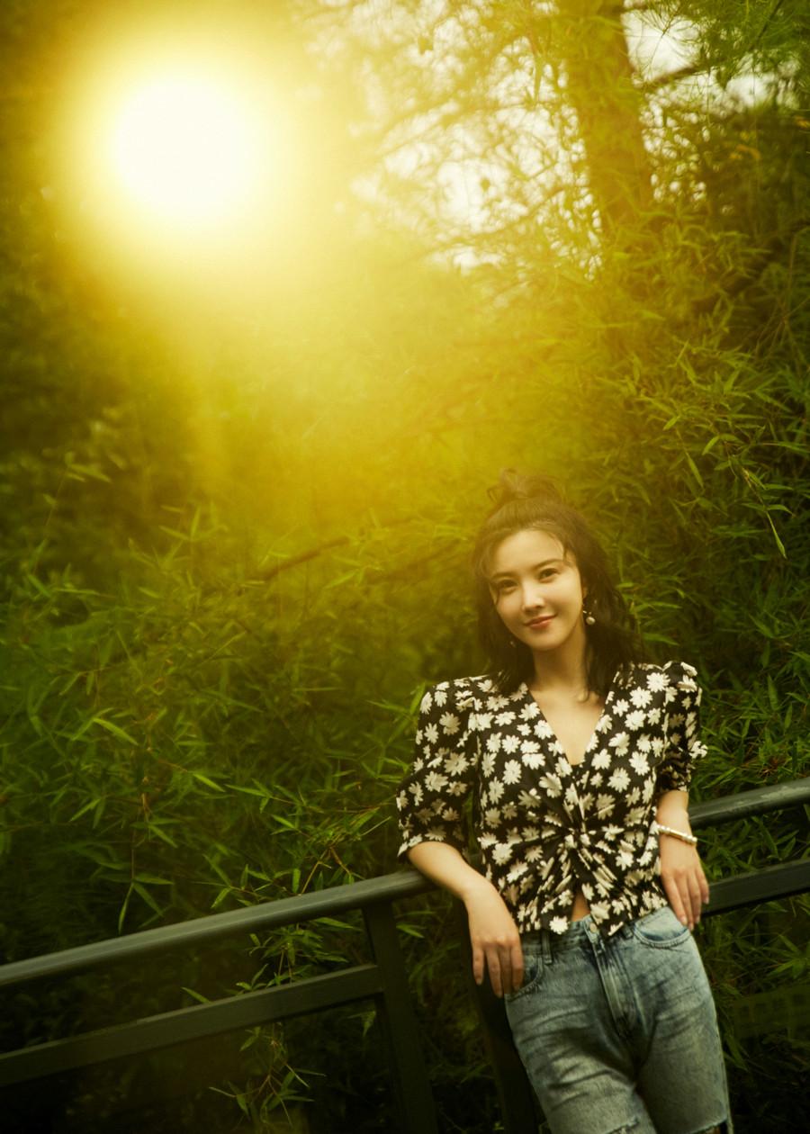 杨子姗田园写真 法式碎花尽显夏日少女气息