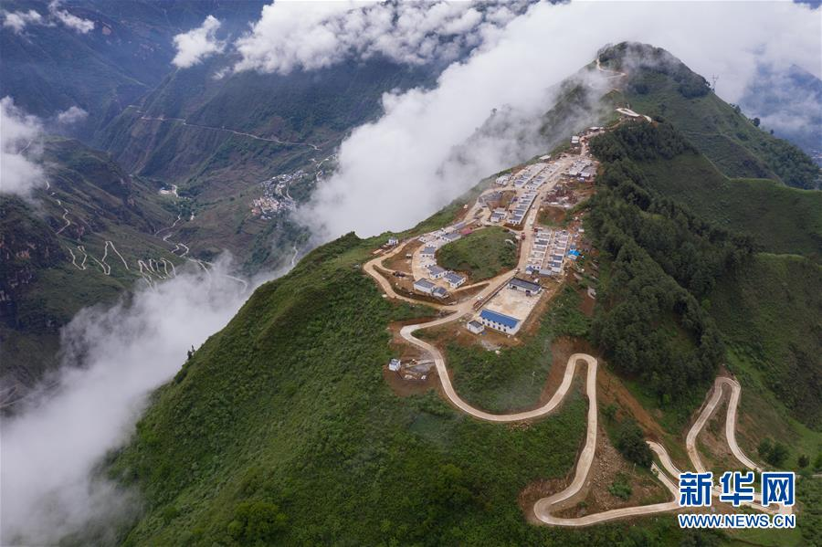 四川金阳:打通悬崖绝壁路