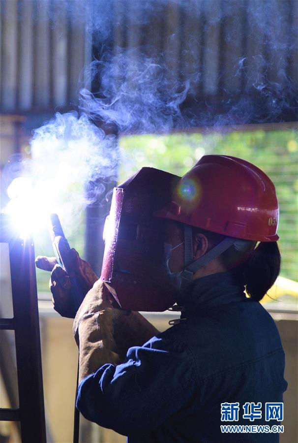 中国技术人员疫情中为斯里兰卡电站保驾护航