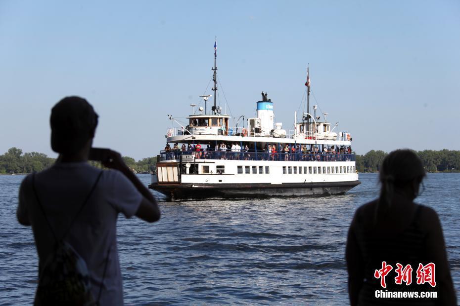 多伦多中央岛渡轮恢复对公众运营