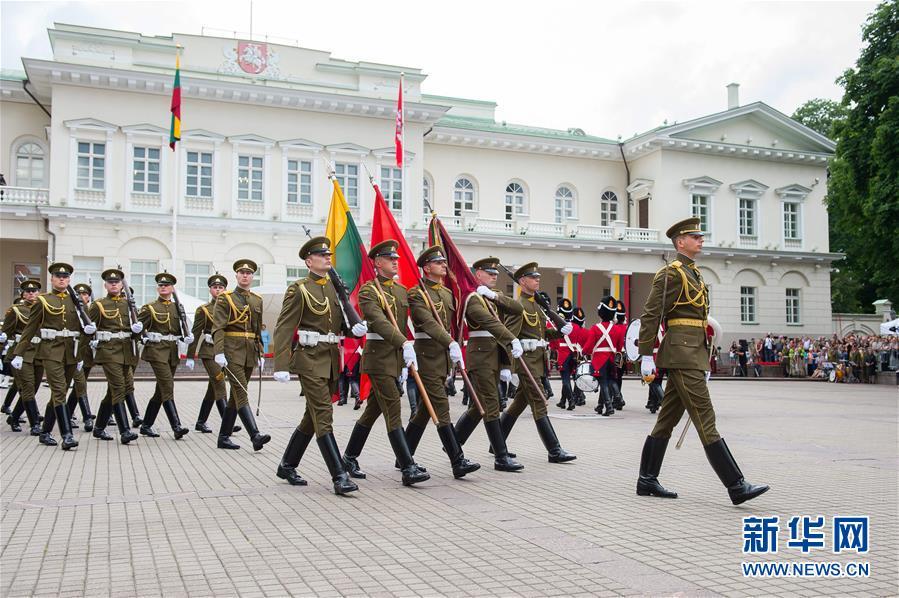 """立陶宛庆祝""""建国日"""""""