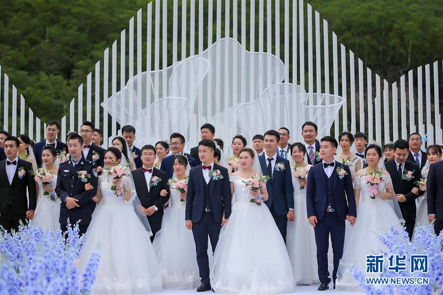 """吉林长白山:""""战疫""""新人举行集体婚礼"""