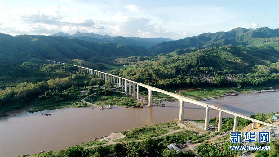 中老铁路两座跨湄公河特大桥架梁全部完成