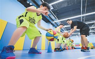 篮球营里度暑假