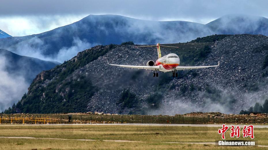 ARJ21完成全球海拔最高民用机场试验试飞