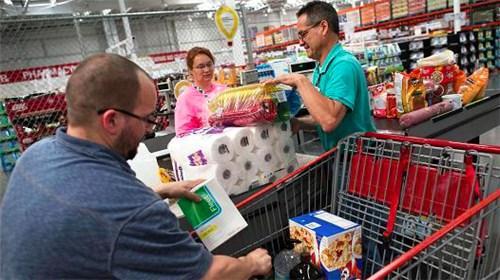 新冠病例激增 全美零售客流量下降加速