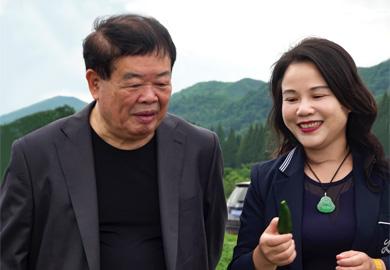 知名企业家曹德旺携手南山婆品牌创始人包爱明将扶贫进行到底