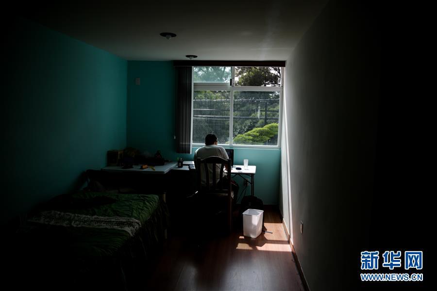 墨西哥学校疫情下开学 课程基本以在线方式进行