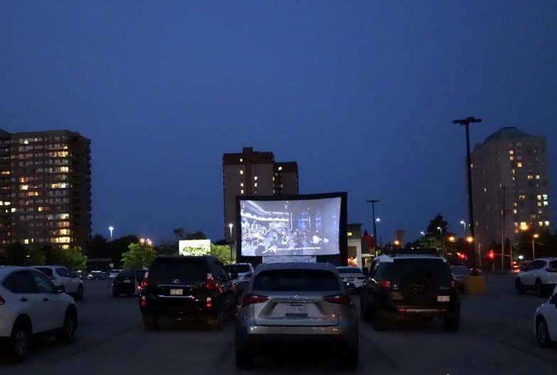 多伦多停车场成汽车影院