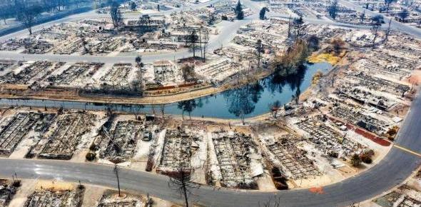 美国西部山火肆虐:著名公园关闭 州议员家被烧毁