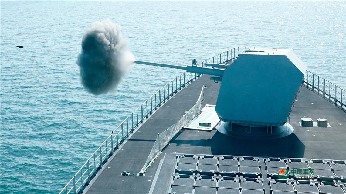 霸气出击!海军某舰艇编队进行海上训练