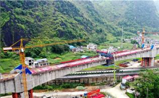贵南高铁澄江双线特大桥180米拱加劲大跨度连续梁成功合龙