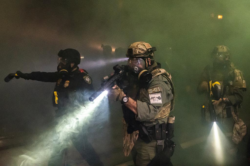 美国波特兰抗议恢复 警方与抗议者冲突11人被捕