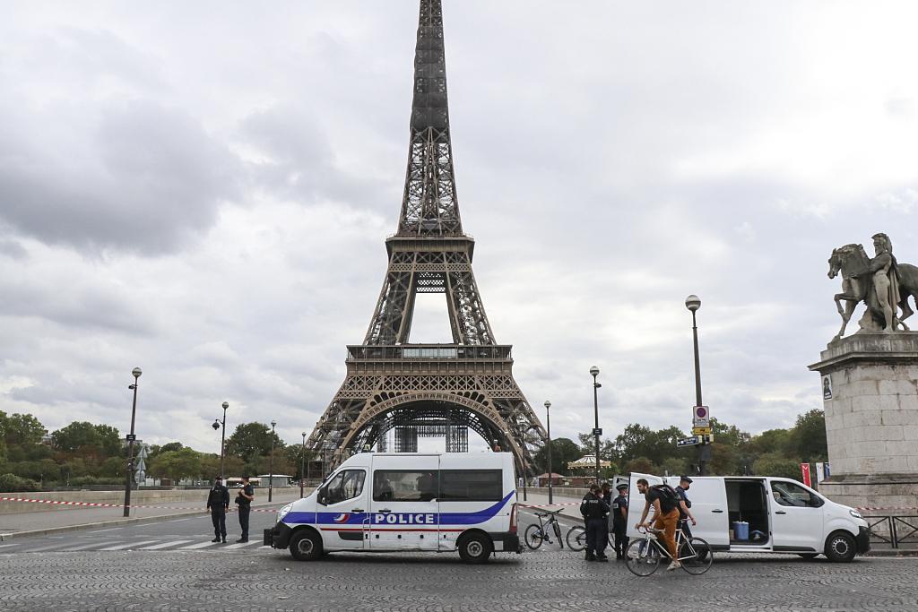 法国警方未发现爆炸物 埃菲尔铁塔重新开放