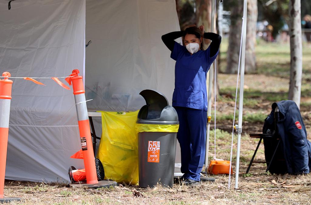 澳大利亚出现社区感染 市民排队接受新冠检测