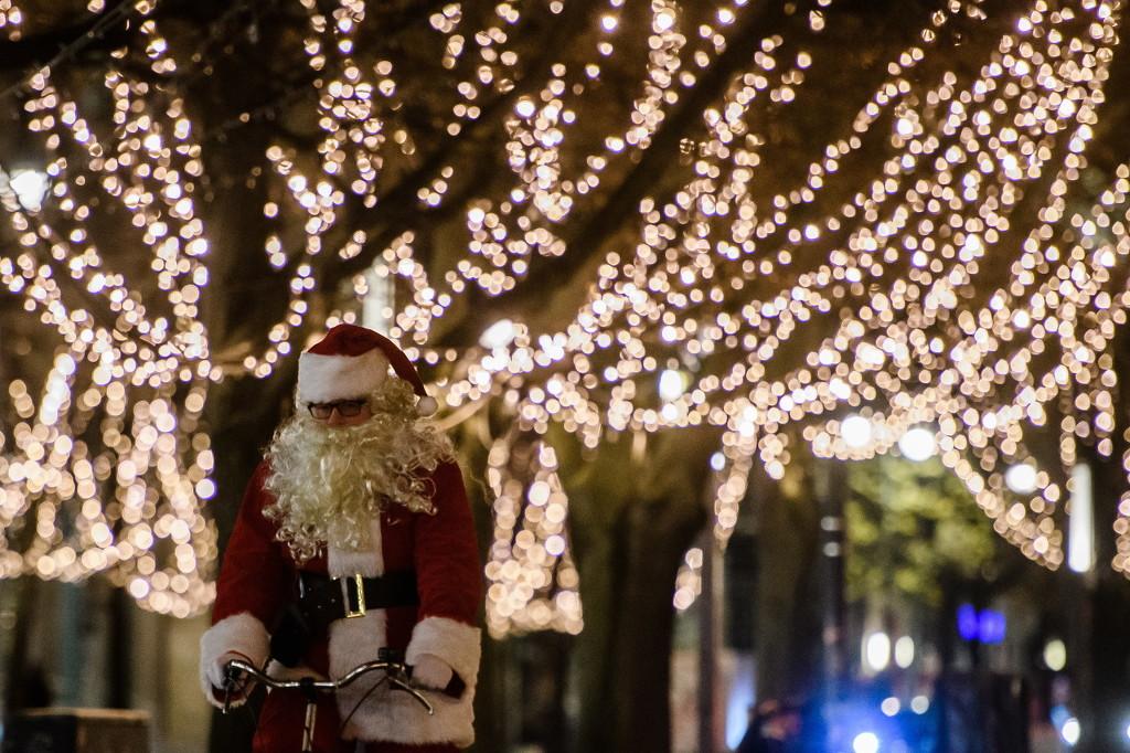 德国柏林圣诞装饰亮灯 流光溢彩璀璨夺目