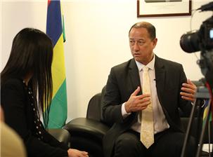 毛里求斯驻华大使:王纯万