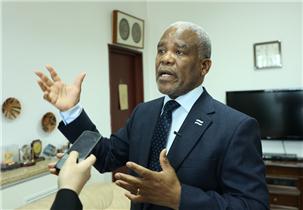 博茨瓦纳驻华大使:莫图西·帕拉伊