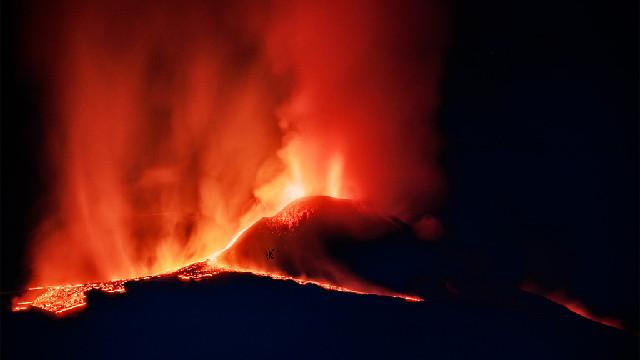 埃特纳火山持续喷发