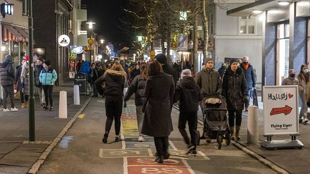 冰岛民众圣诞前外出采购