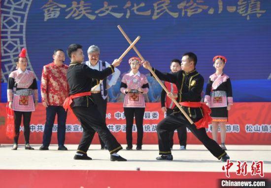武术表示亮相罗源畲族文化民俗小镇一期项目竣工仪式。 刘其燚 摄