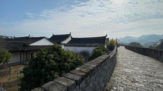 漫步于徽州古城墙上,感受时光荏苒