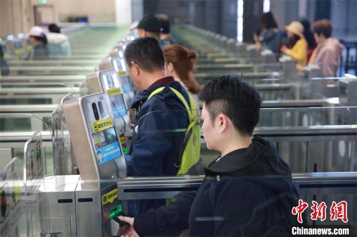 2019年珠海边检总站查验出入境人员突破1.73亿
