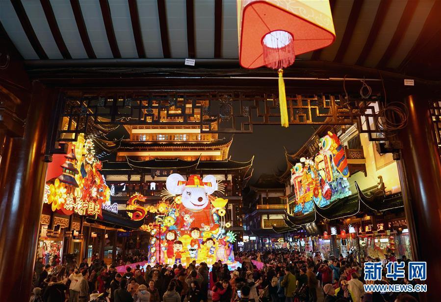 (社会)(2)上海豫园:灯海人潮迎新春